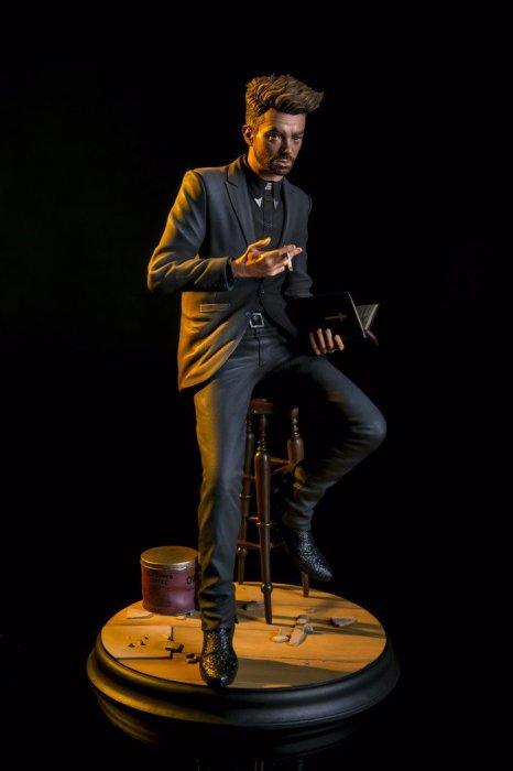 mondo-preacher-statue-700x1050